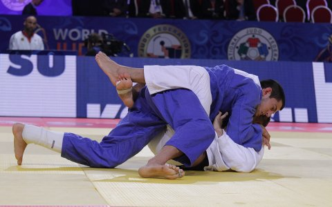Former World medalist in clash with federation